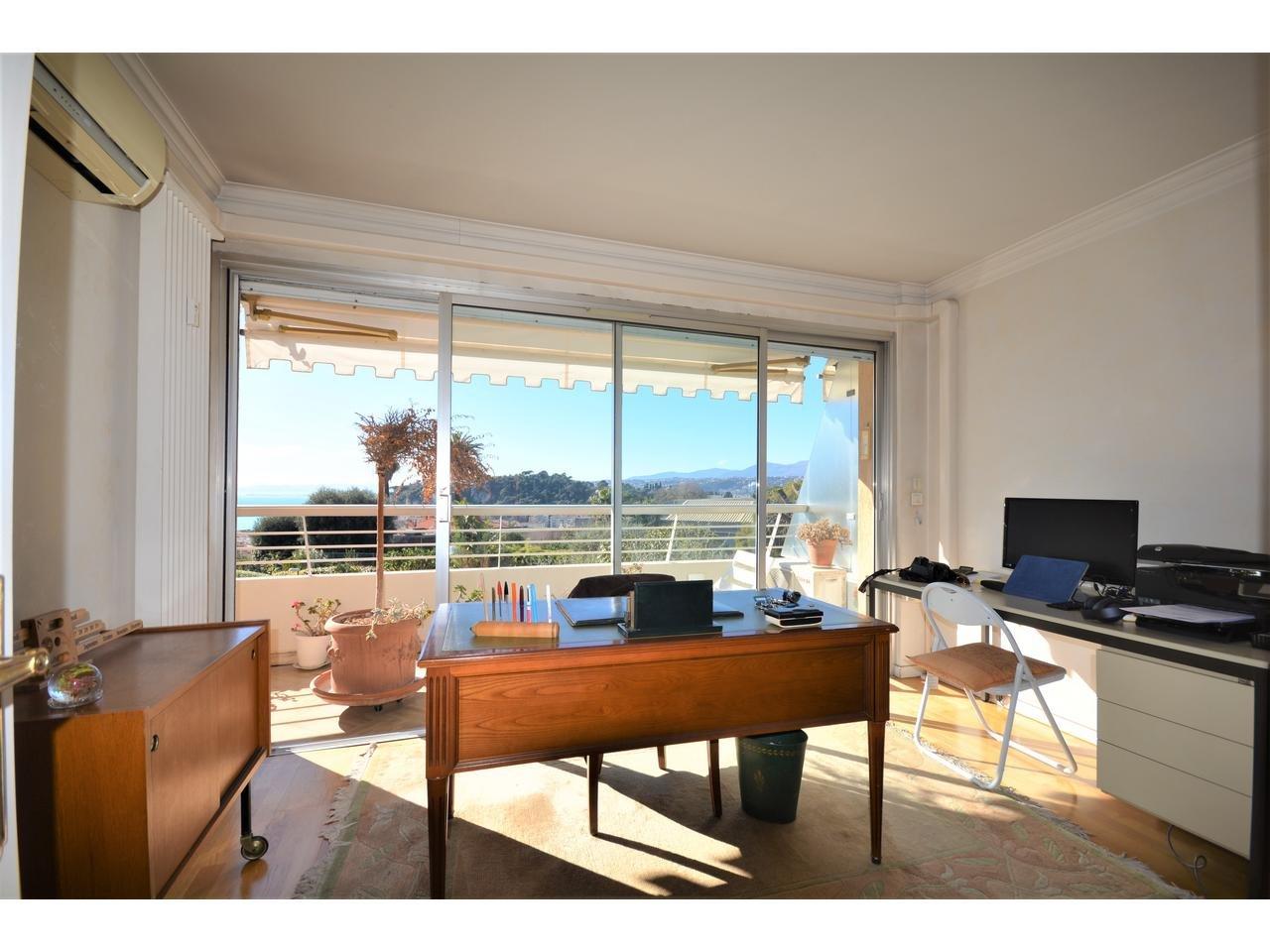 Lägenhet med havsutsikt, stor terrass och balkong