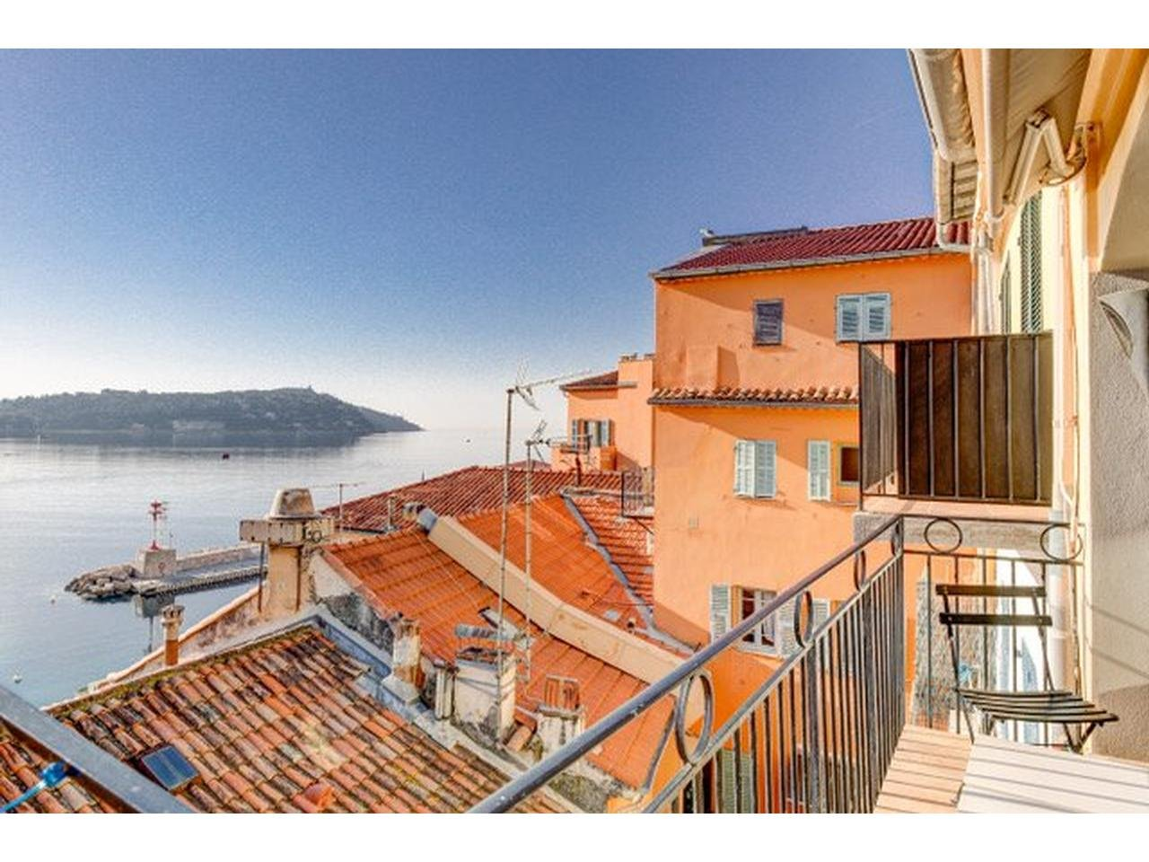Charming apartment with panoramic views of the bay of Villefranche-sur-mer.