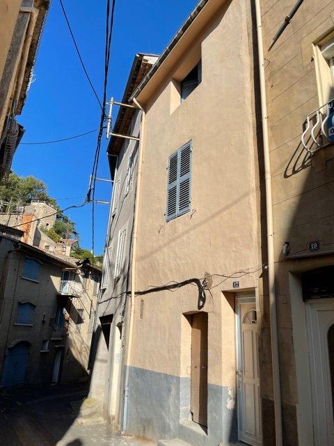 Maison de village type 3, environ 60m², deux chambres, balcon, garage, cave