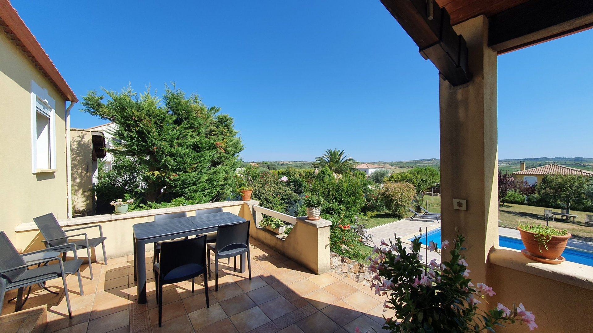 Super 3/4 bedroom villa with panoramic views, large garden and pool