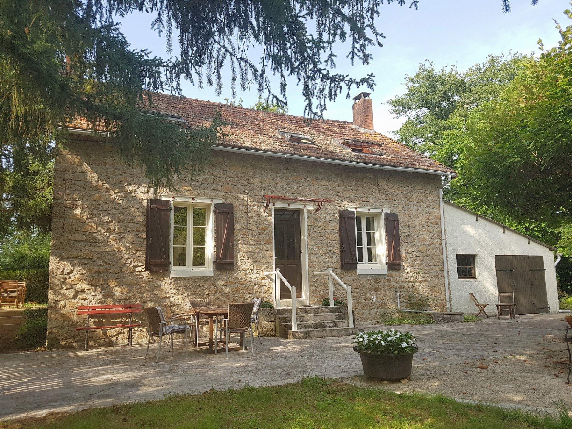 Maison en bordure de rivière à vendre, nord Haute Vienne
