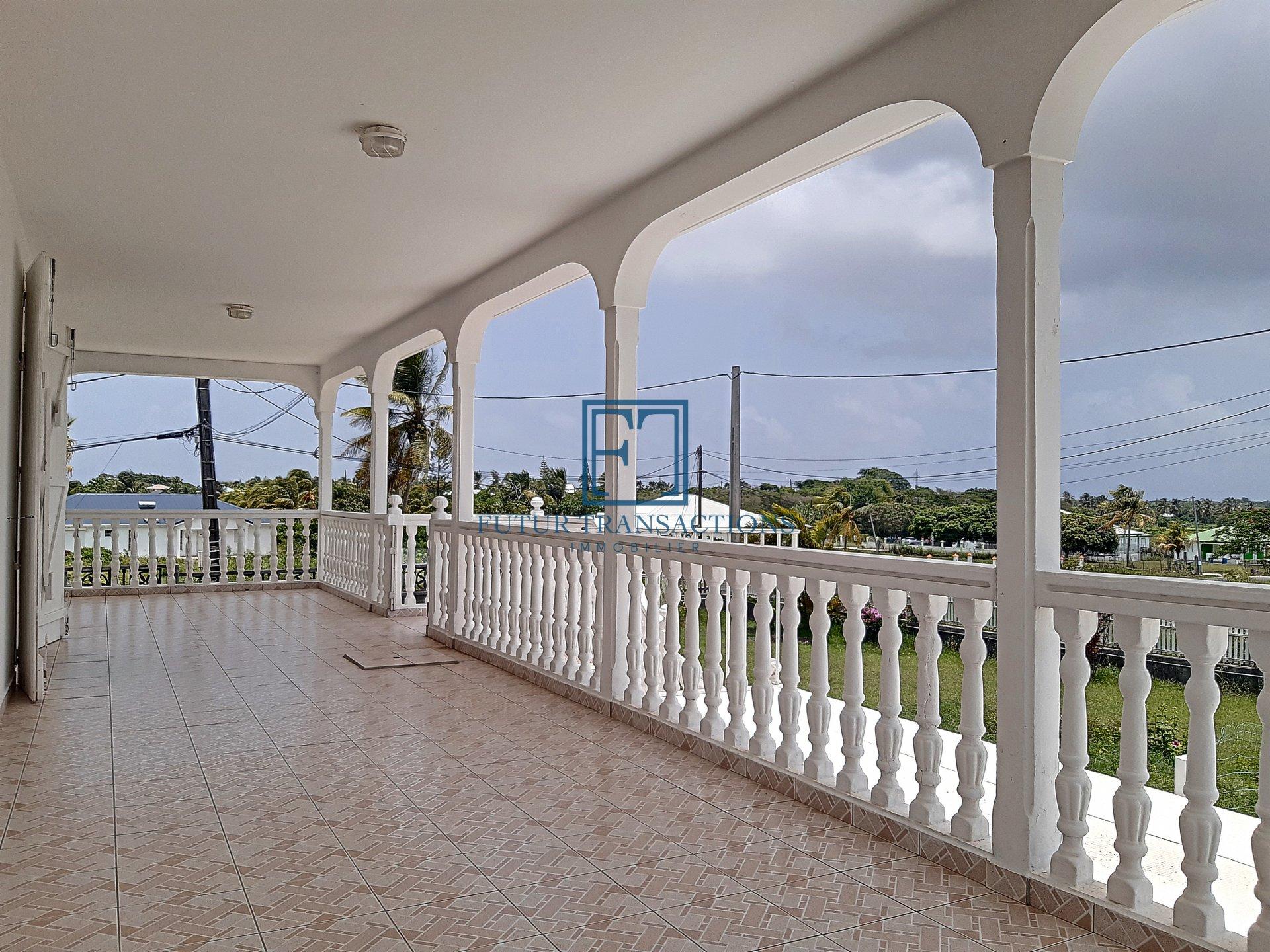 Location haut de villa 3 chambres Saint François