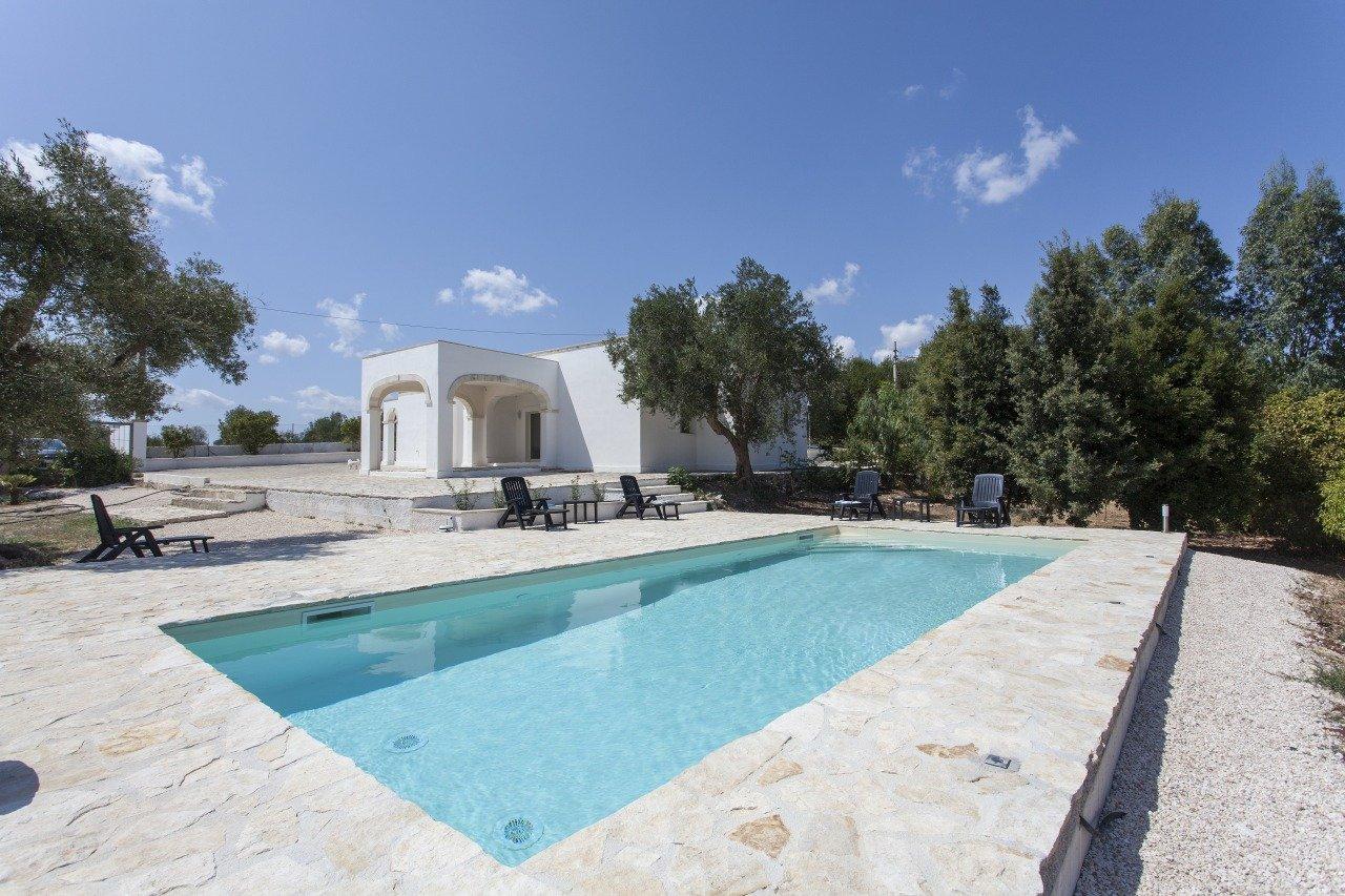 Villa mit 2 Schlafzimmern und Pool in Ostuni