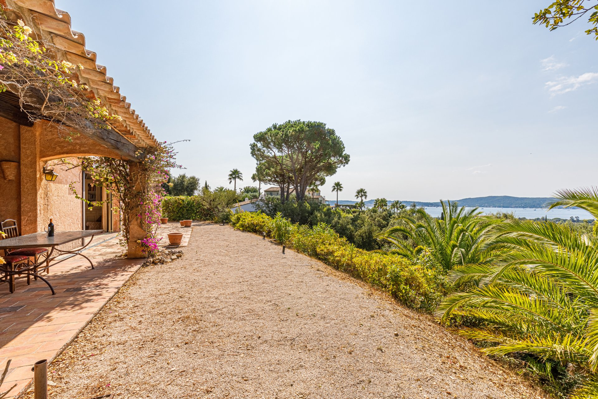 Provencal style villa, single storey, pool, magnificent sea and forest view, Grimaud