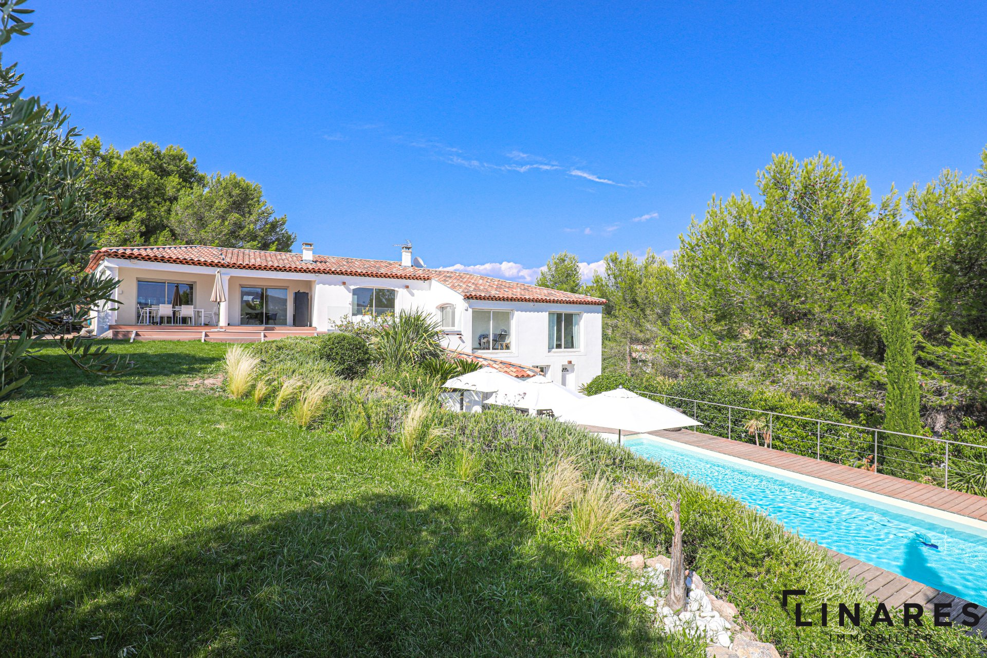 GREEN IMMERSION - Villa T5 de 250m2 Terrain 2006m2 + Studio indépendant 13011