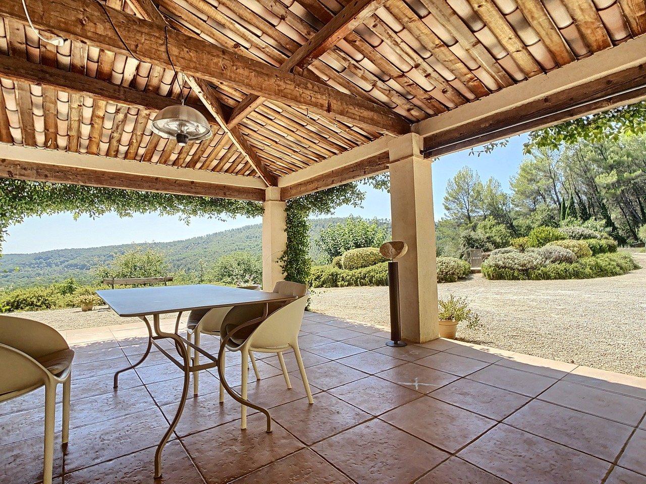 Recente villa met zwembad en uitzicht, unieke locatie