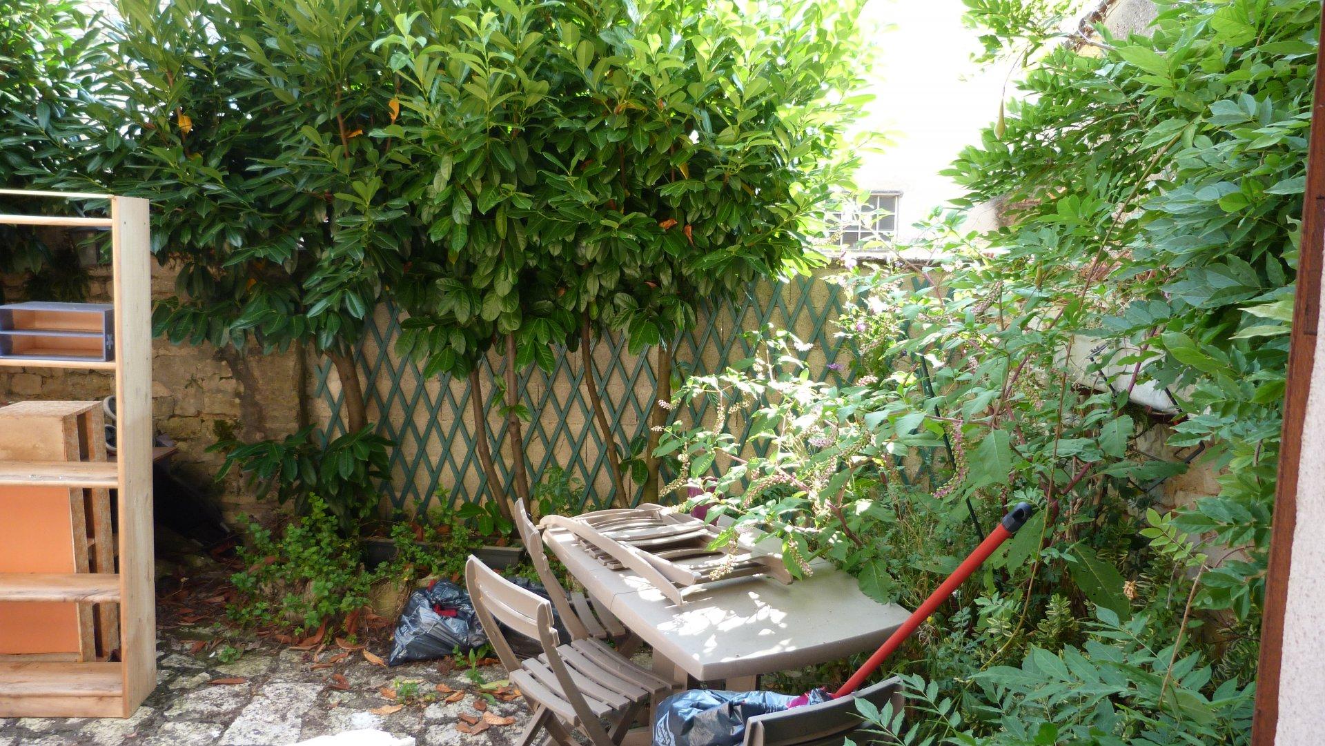 VILLAGE HOUSE NEAR SHOPS