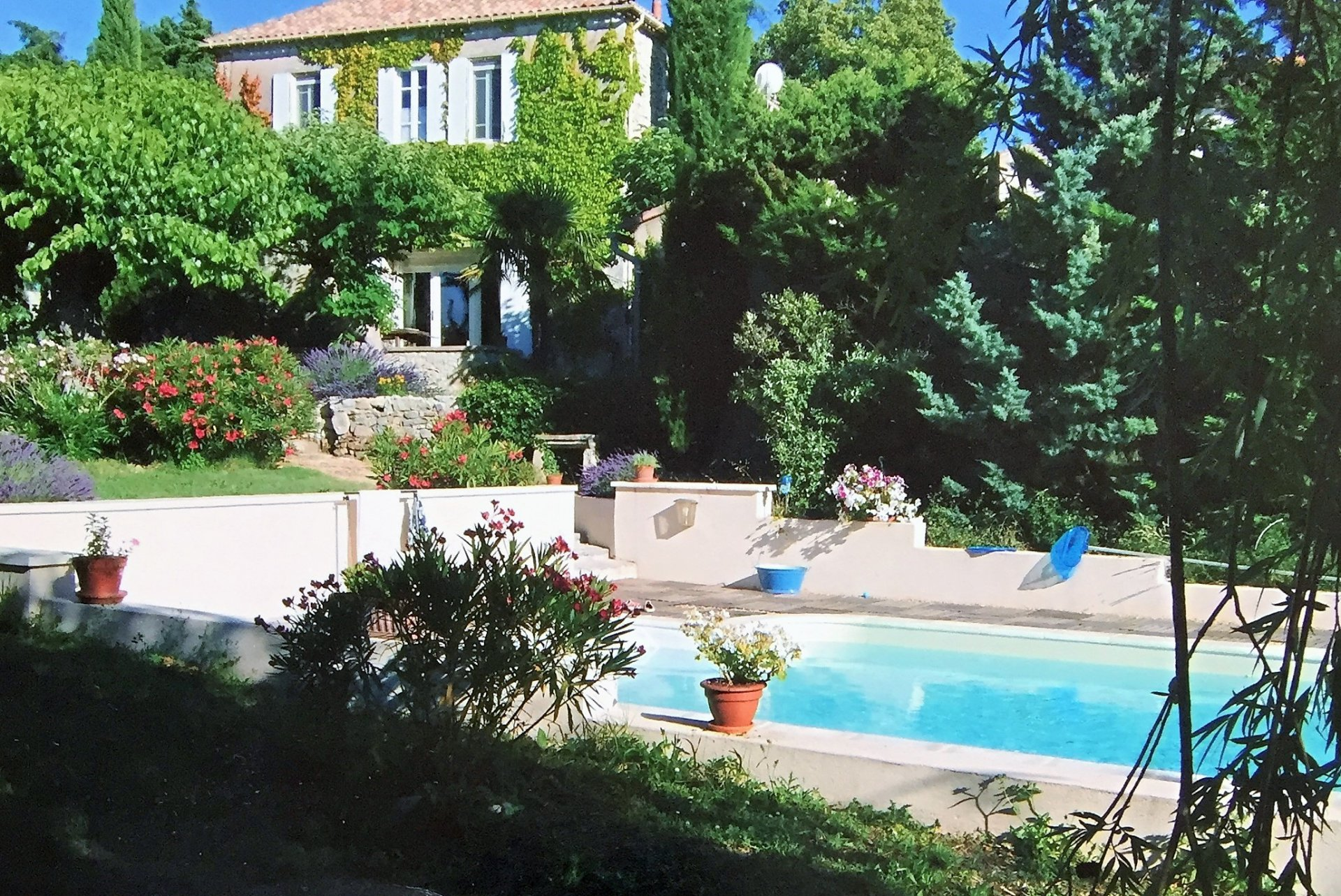 « 2 dwellings in one nice stonehouse »