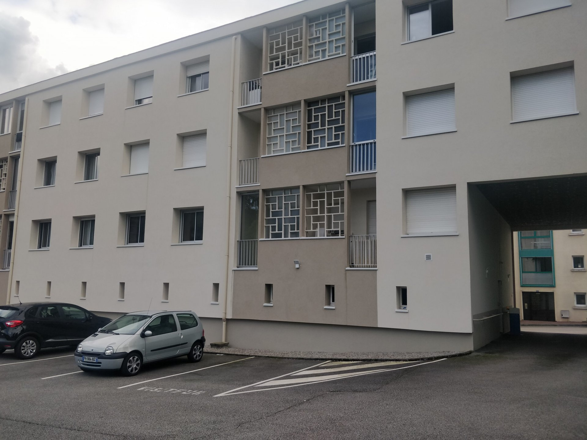 Joli appartement dans résidence av parking privé