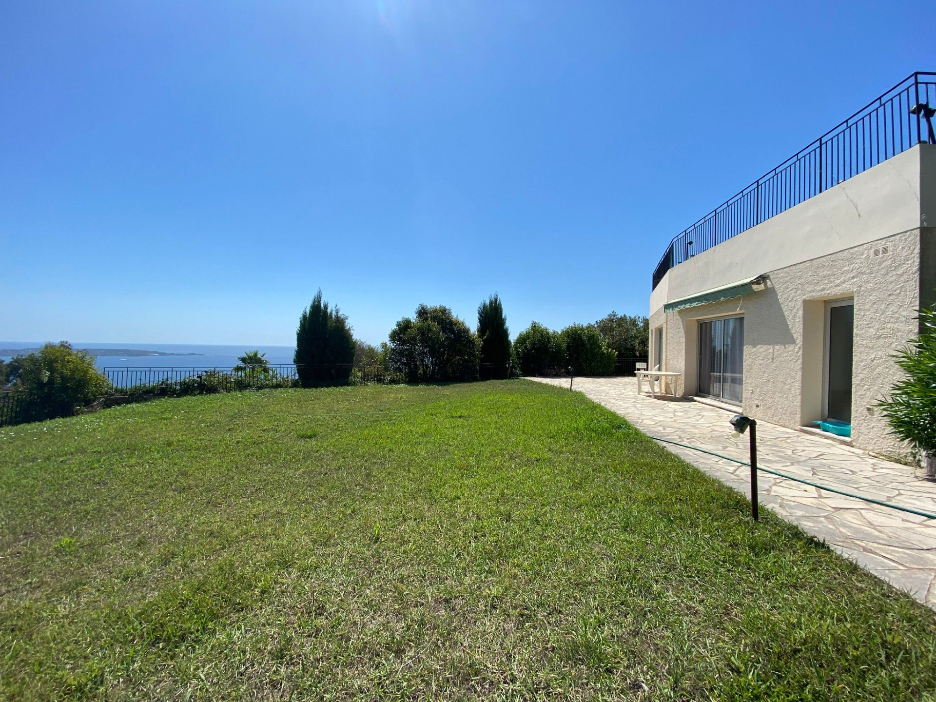 For sale - contemporary villa with panoramic sea view - Super Cannes