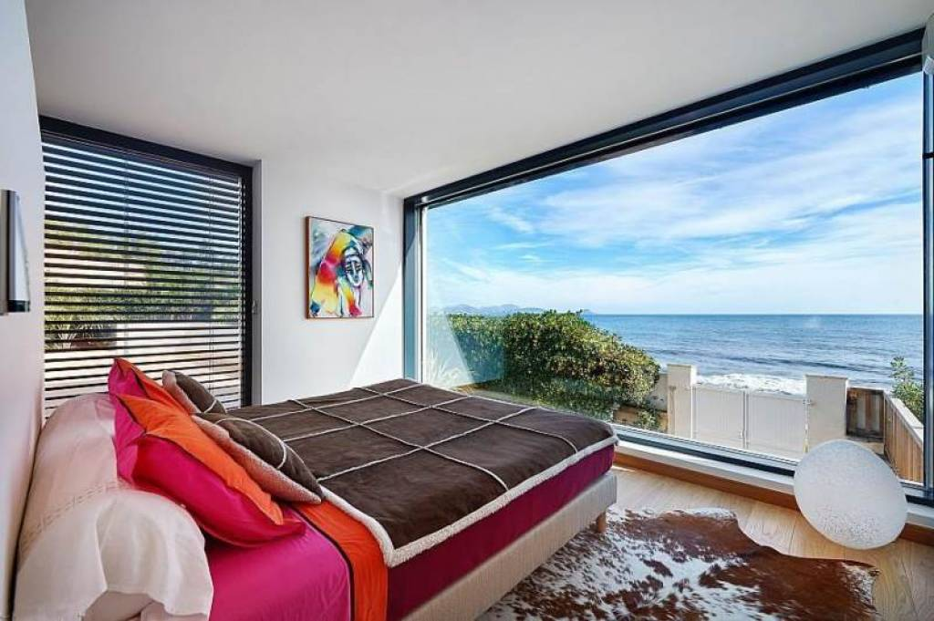 bedroom facing the sea