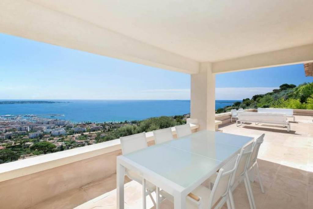 CONTEMPORARY VILLA WITH PANORAMIC SEA VIEW IN VALLAURIS