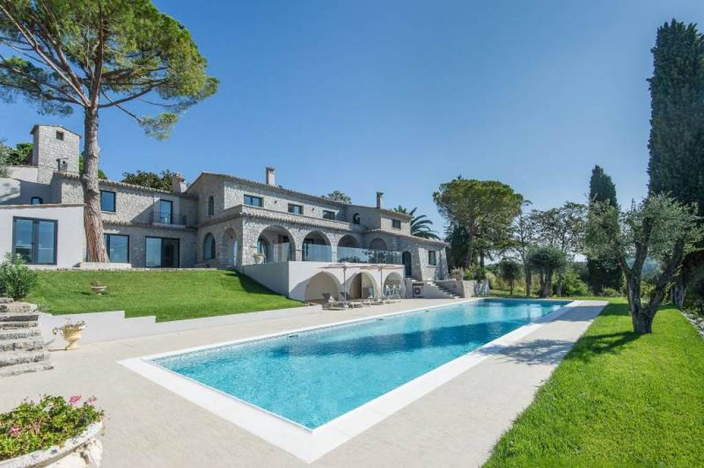 LUXURY PROPERTY WITH PANORAMIC SEA VIEW IN MOUGINS