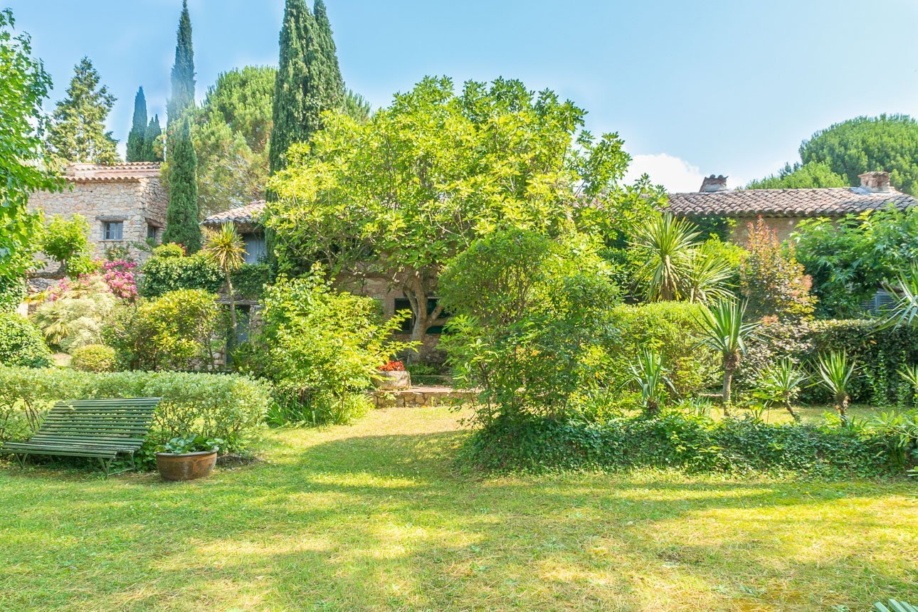 STONE-BUILT PROVENCAL PROPERTY 20MIN FROM THE COAST