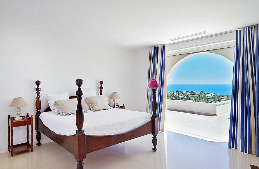 PROPERTY WITH SEA VIEW IN SAINTE MAXIME