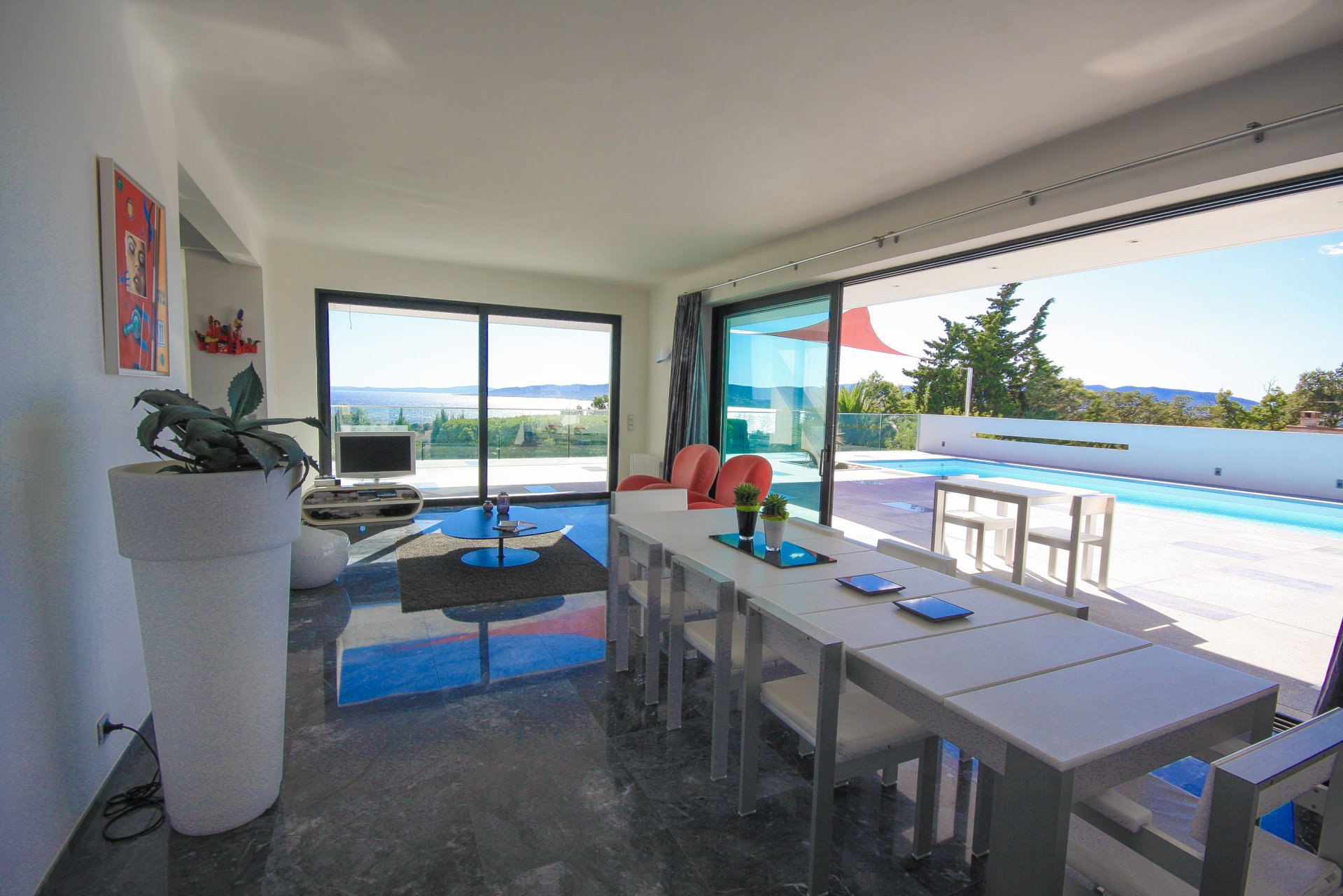 LUXURY CONTEMPORARY HOUSE WITH SEA VIEW IN SAINT RAPHAEL