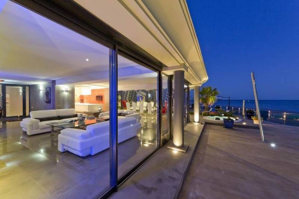 living room, terrace and  the sea