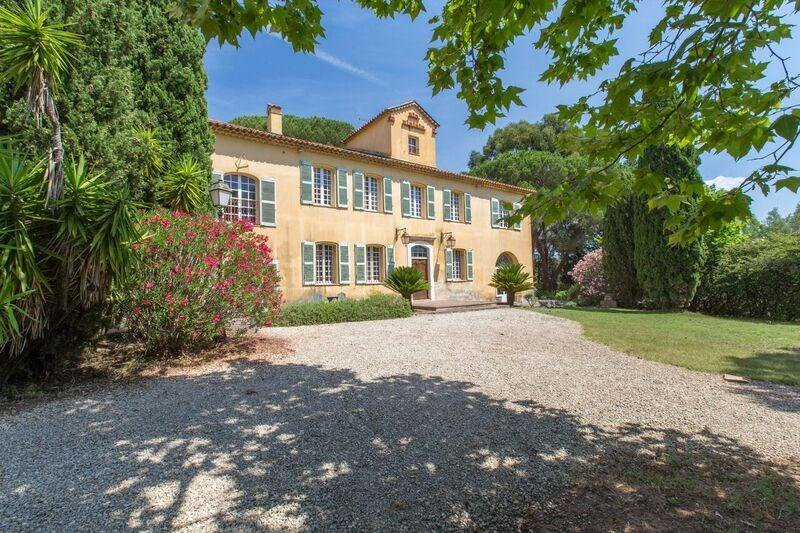 HISTORIC MANSION BETWEEN FREJUS AND SAINT RAPHAEL