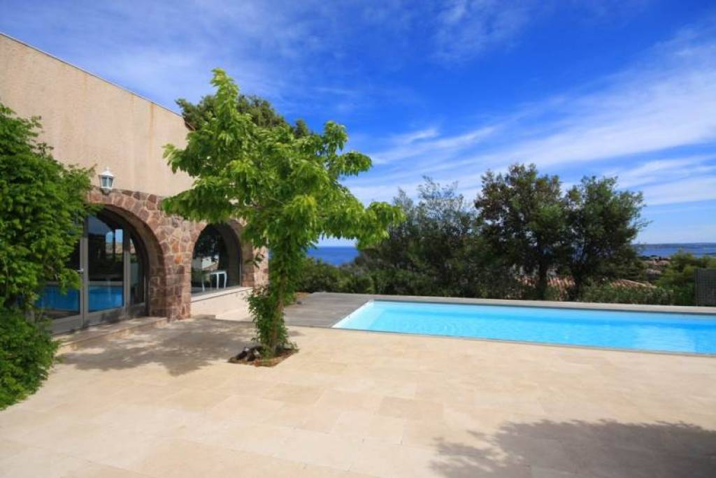 BASTIDE WITH SEA VIEW IN LES ISSAMBRES