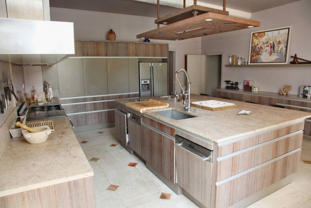 great modern kitchen fully equipped