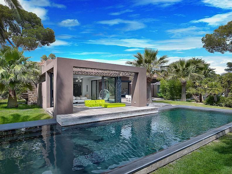 VILLA CONTEMPORAINE A SAINT RAPHAEL