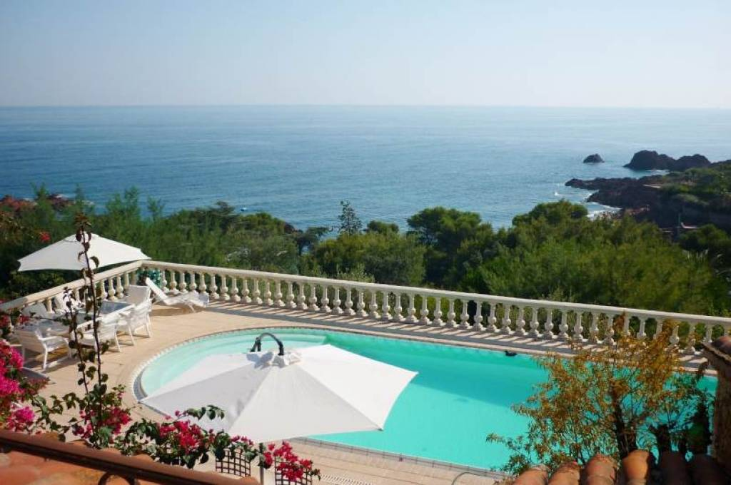 PROVENSAL VILLA WITH PANORAMIC SEA VIEW IN AGAY