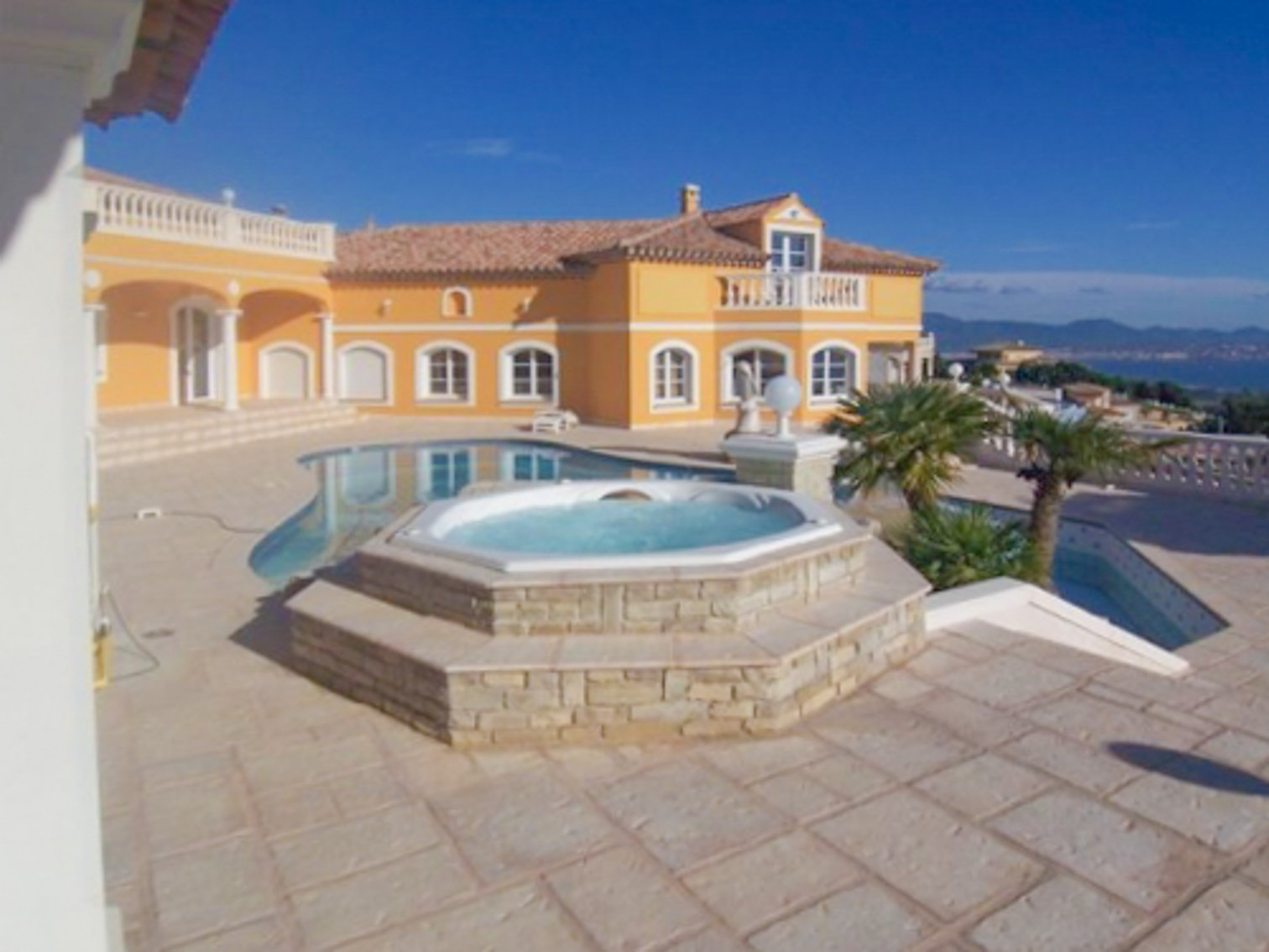LUXURIOUS VILLA WITH SEA VIEW BETWEEN SAINT RAPHAEL AND SAINTE MAXIME