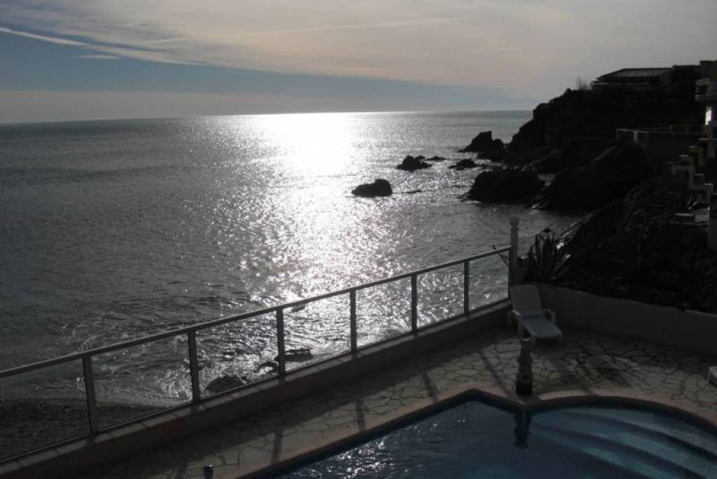 WATERFRONT PROPERTY BETWEEN SAINT RAPHAEL AND SAINT MAXIME