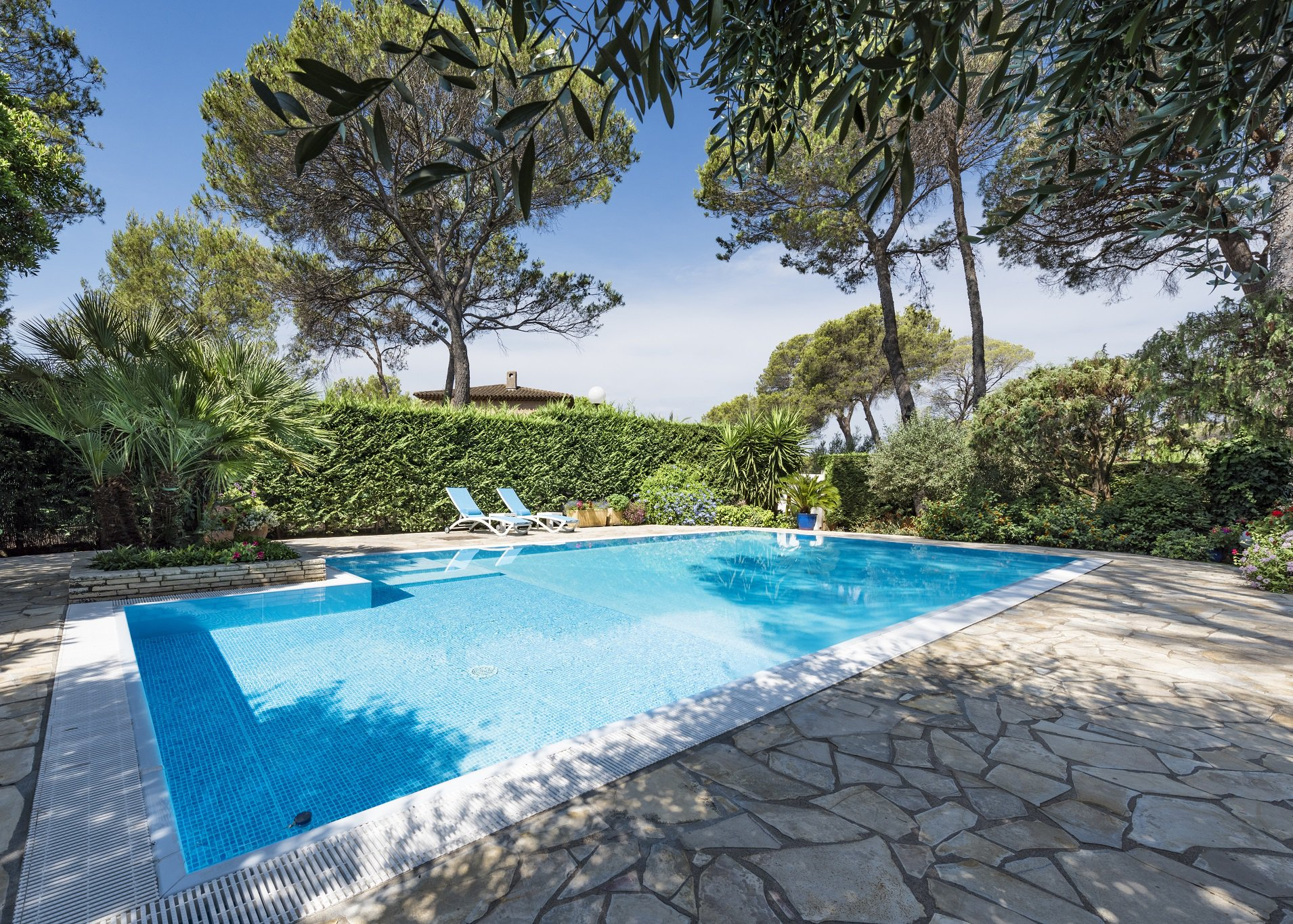 CONTEMPORARY VILLA 8 ROOMS AT FREJUS VALESCURE
