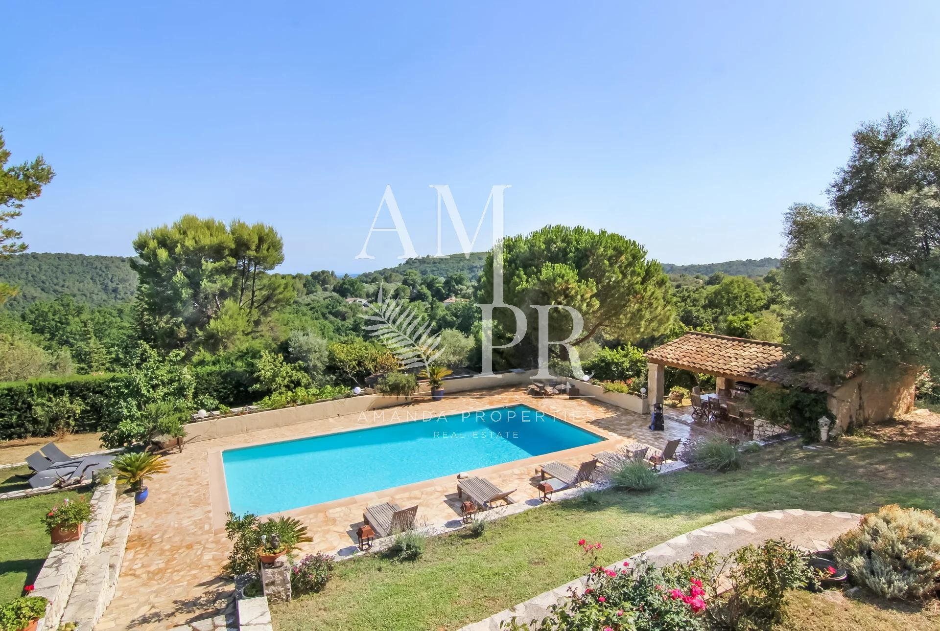Stone mas with a small sea view in an absolutely quiet residential area