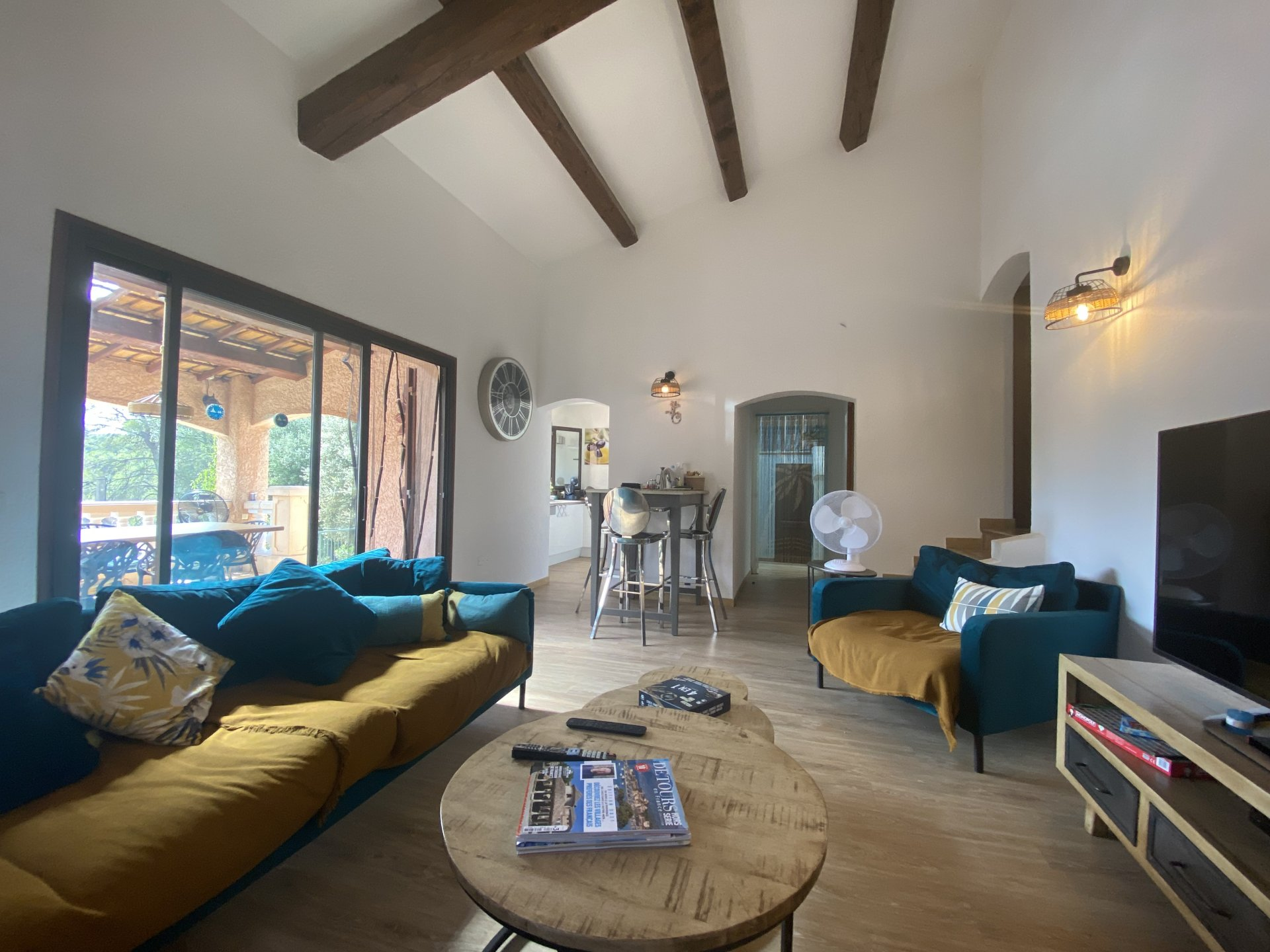 EXCLUSIVE - PROVENCAL VILLA WITH SWIMMING POOL