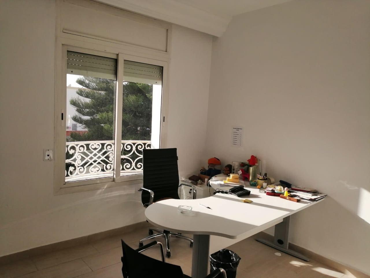 Location Villa de 300 m²  à usage d'habitation ou de bureaux au Lac 1. au Lac 1.