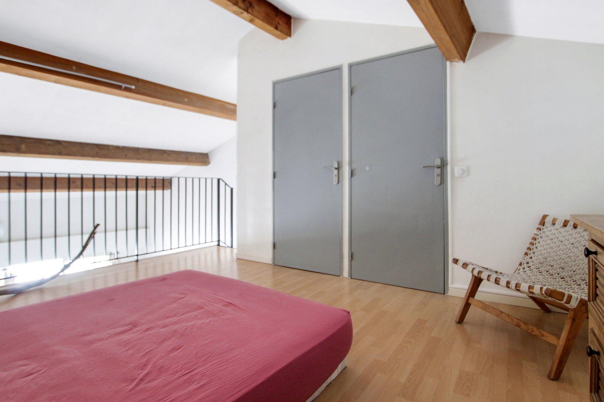Nice city center - 1 bedroom duplex balcony top floor