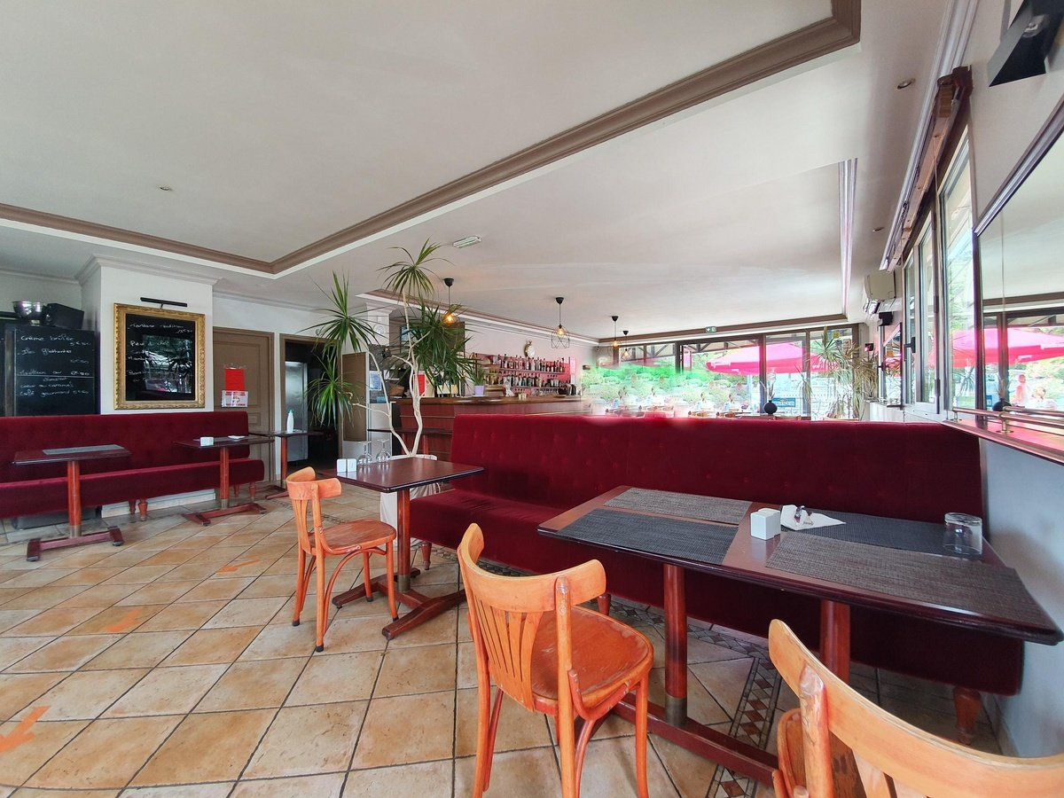 Dpt Hérault (34), à vendre SETE , café restaurant 140m² avec 50/70 places , terrasse ,parking
