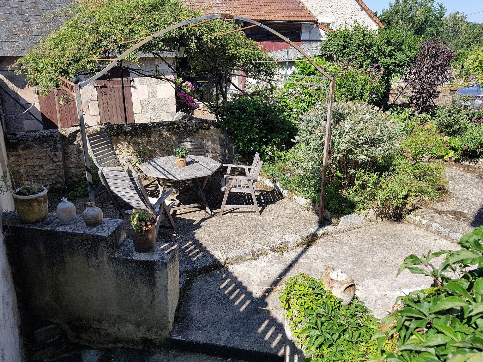 Dorfhaus mit Grundstück zu verkaufen bei St Savin Vienne 86