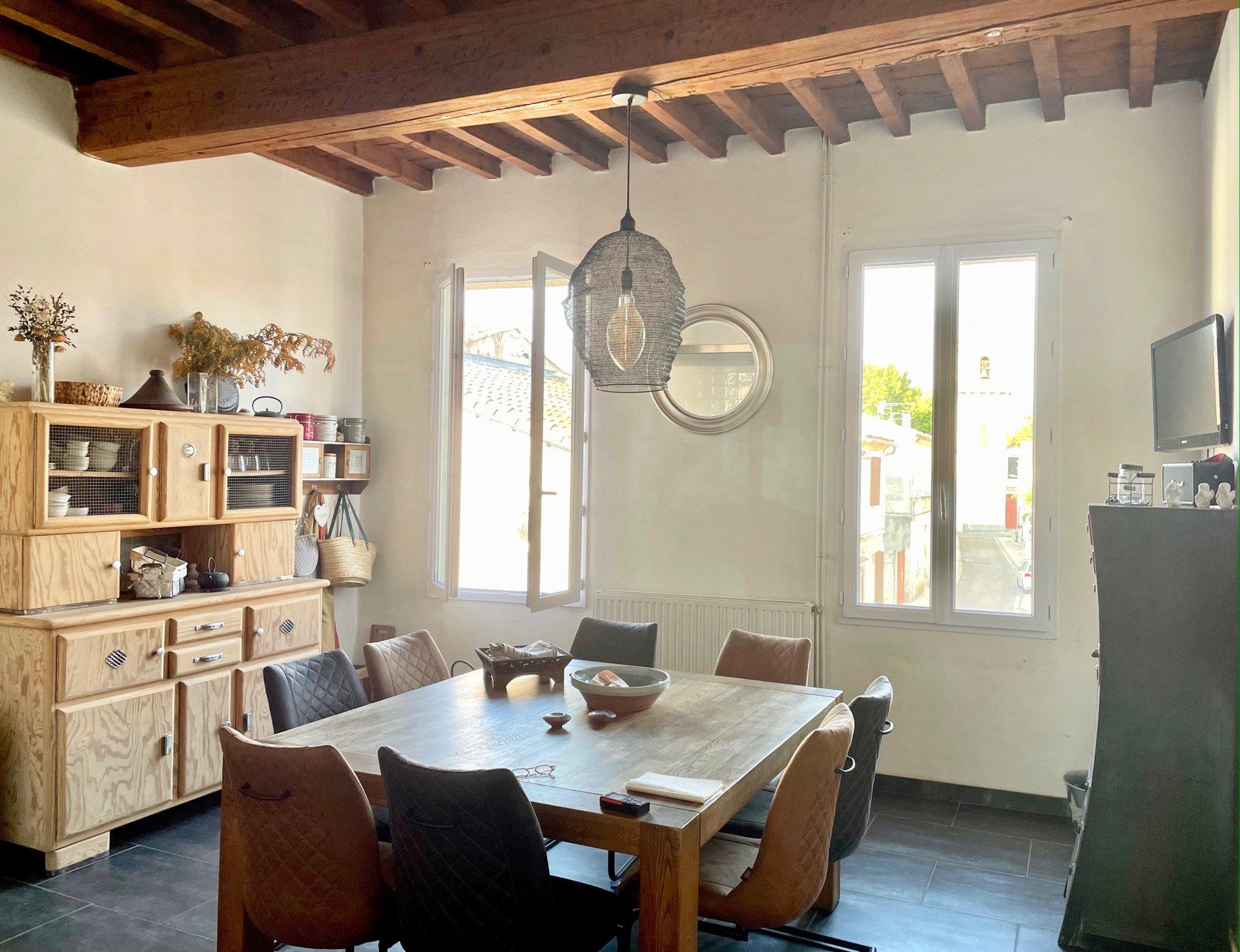 Proche Arles - Belle maison de village avec terrasse