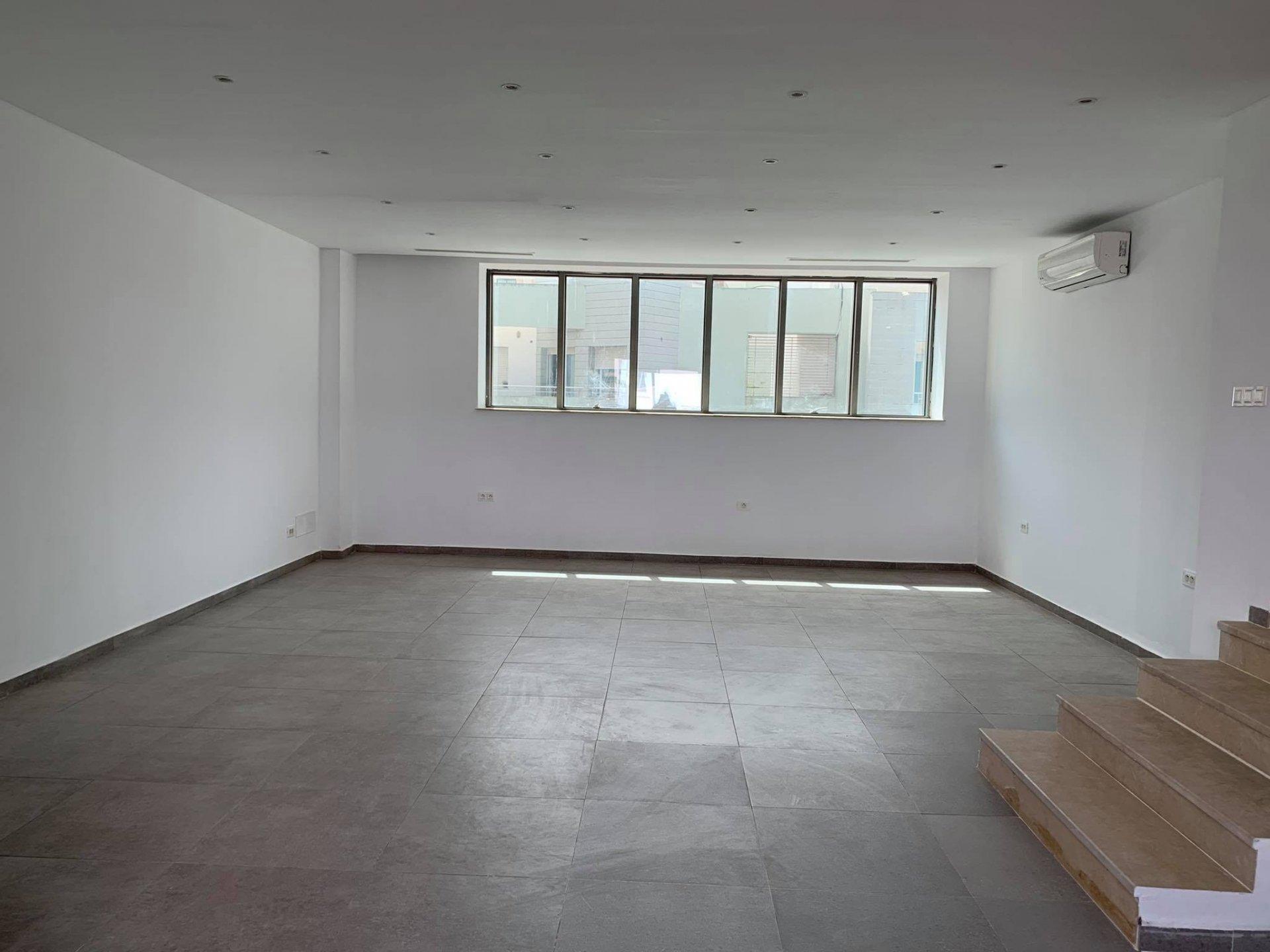 Location Bureau de 55m² en open space au Lac 1.