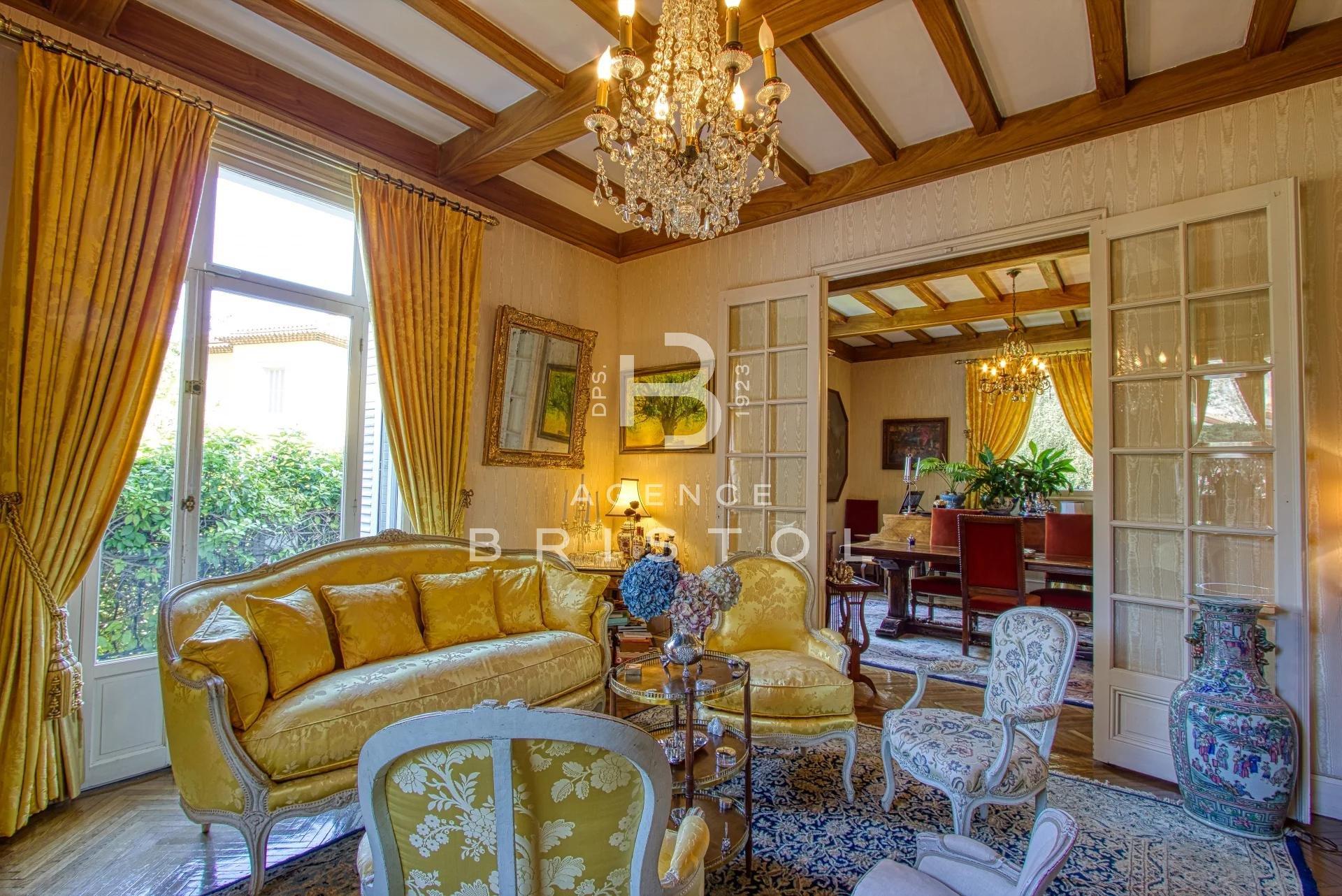 """Magnifique villa """"Belle Epoque"""" en plein cœur de Beaulieu"""