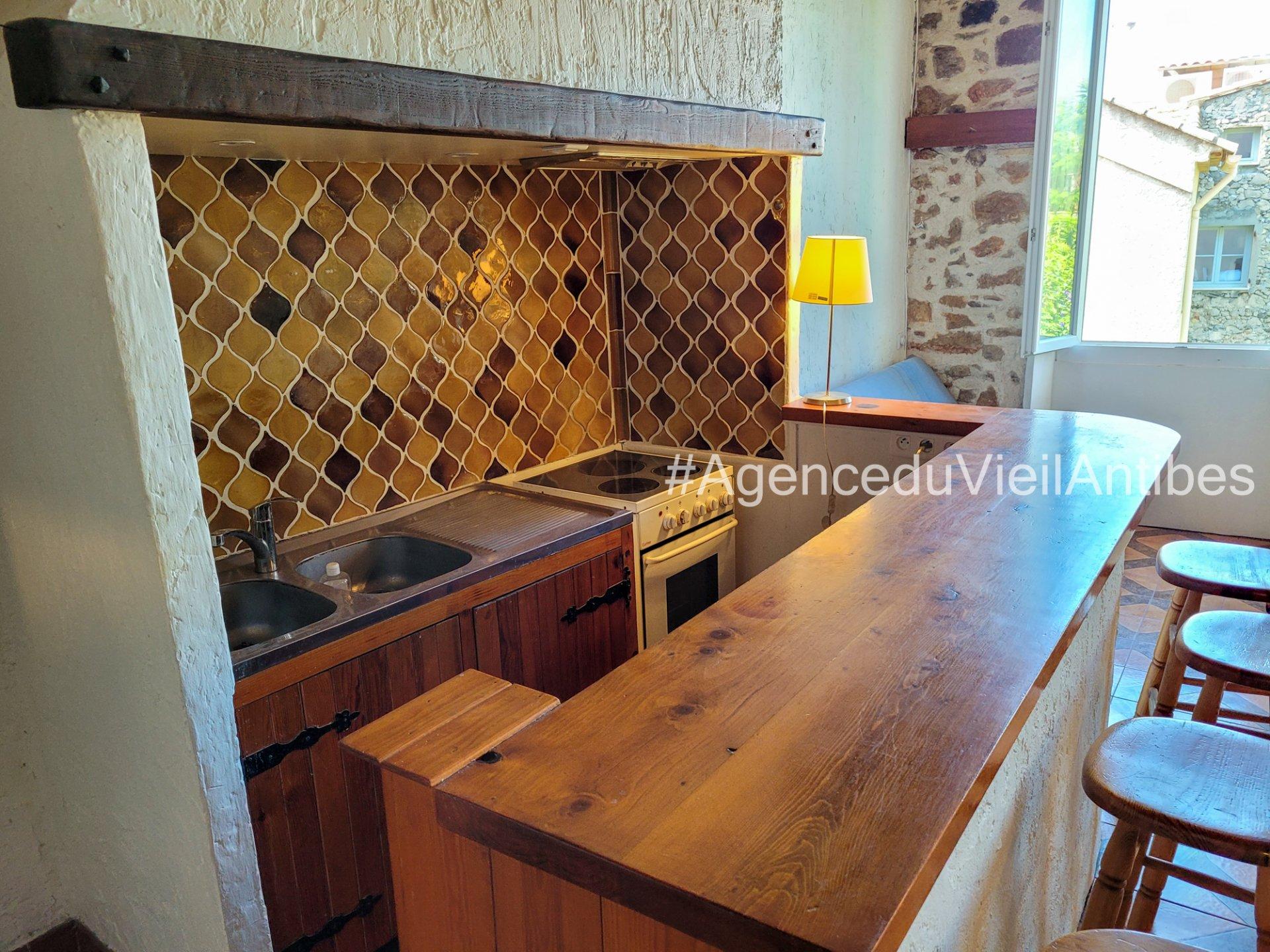 Vieil Antibes 2 p de 60 m² vue dégagée