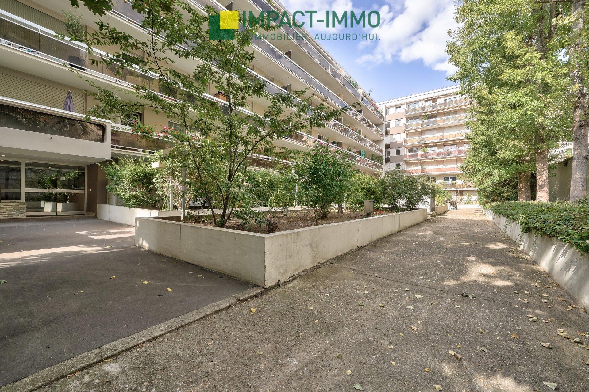 PROCHE PARIS - A VENDRE 3 PIECES AVEC DEUX BALCONS RESIDENCE DE STANDING