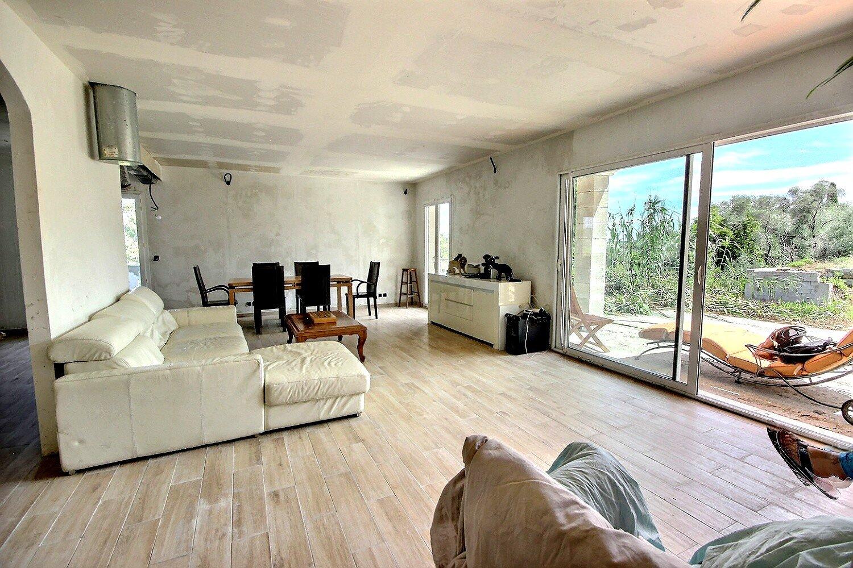 Hus till salu i Roquette sur Siagne
