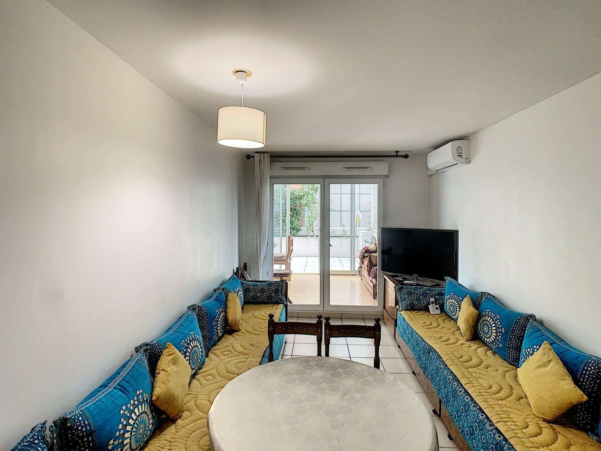 3 pièces 65 m2 , terrasse 50 m2 , parking double