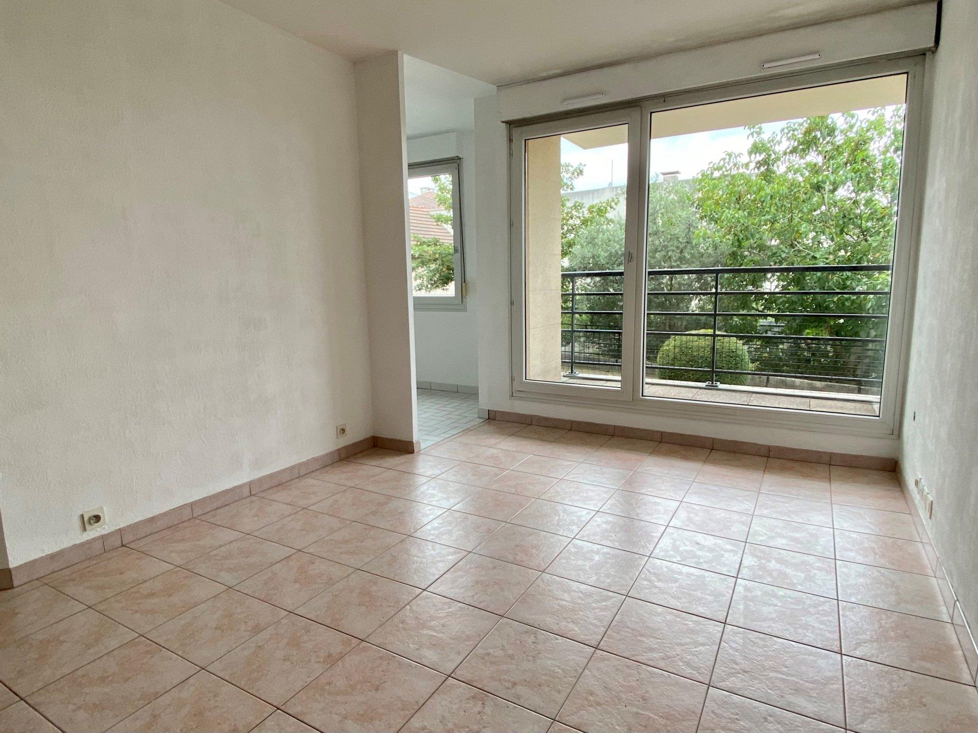 BEL APPARTEMENT 2 Pièces de 47 m² avec balcon det une place de parking