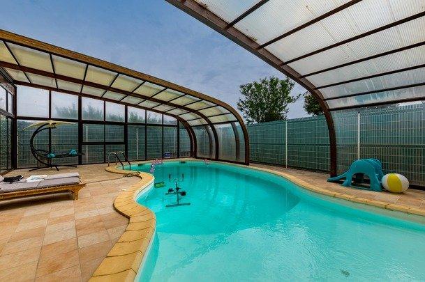 Dpt Hérault (34), CANET , à vendre  maison type 6 de 220 m² , 5 chambres ,T2 indépendant ,terrain de 869,00 m² ,garage ,piscine