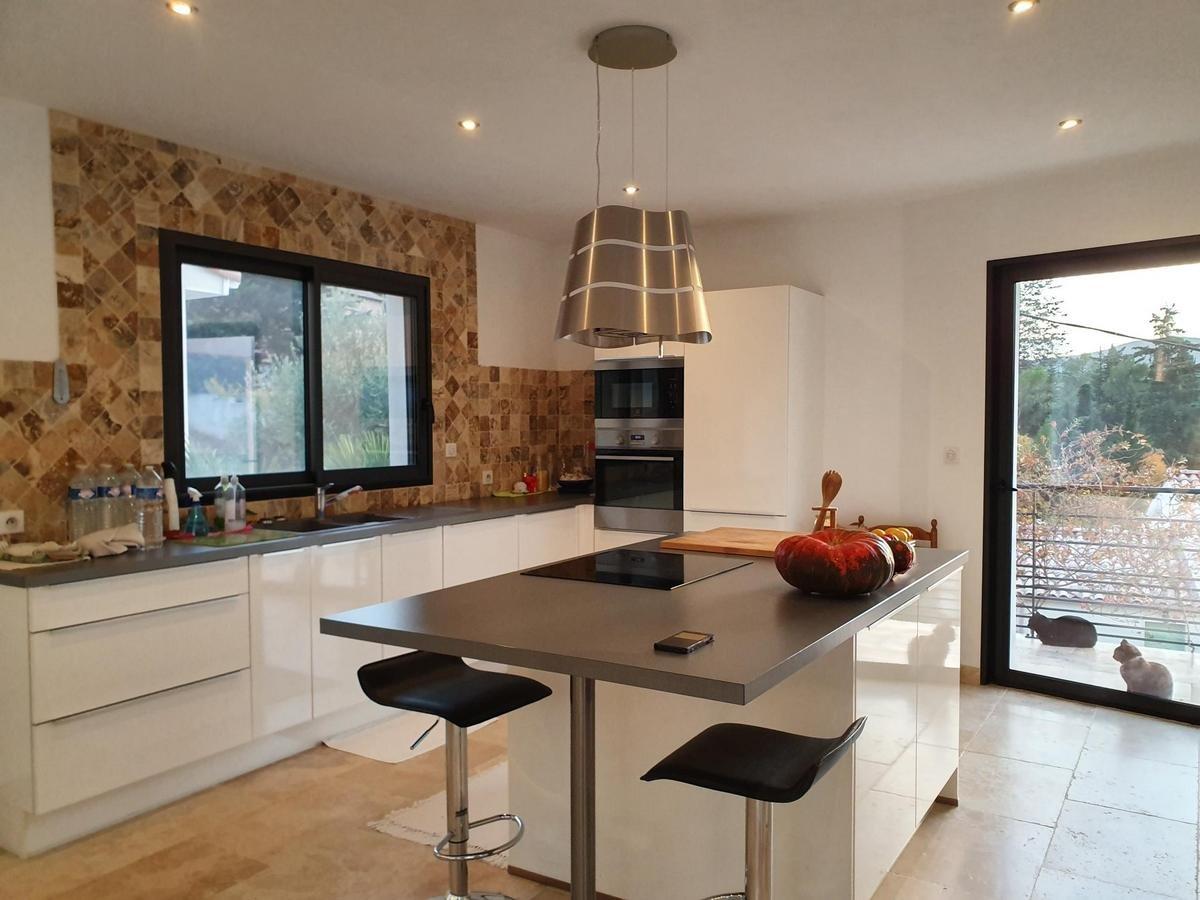 Dpt Gard (30), à vendre POMPIGNAN maison P6 de 212 m² - Terrain de 1004,00 m² - Plain pied, terrasse ,jardin
