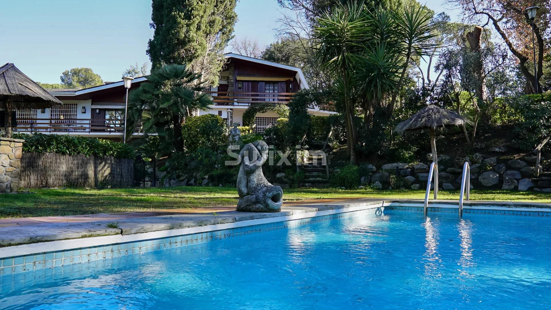 Chalet rústico con piscina en Vallromanes
