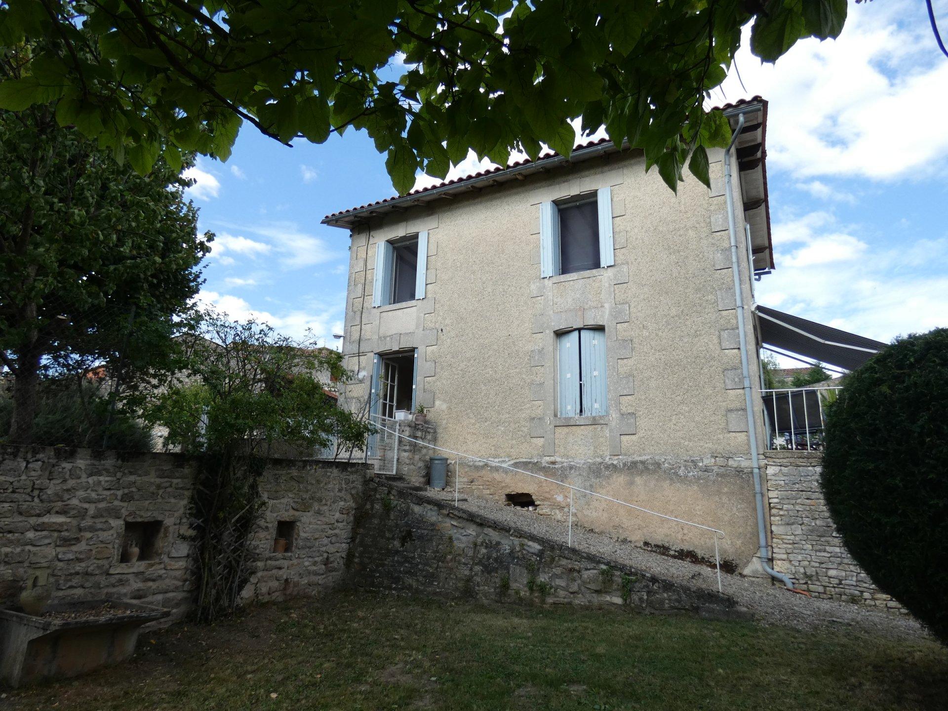 Maison de village proche de Mansle