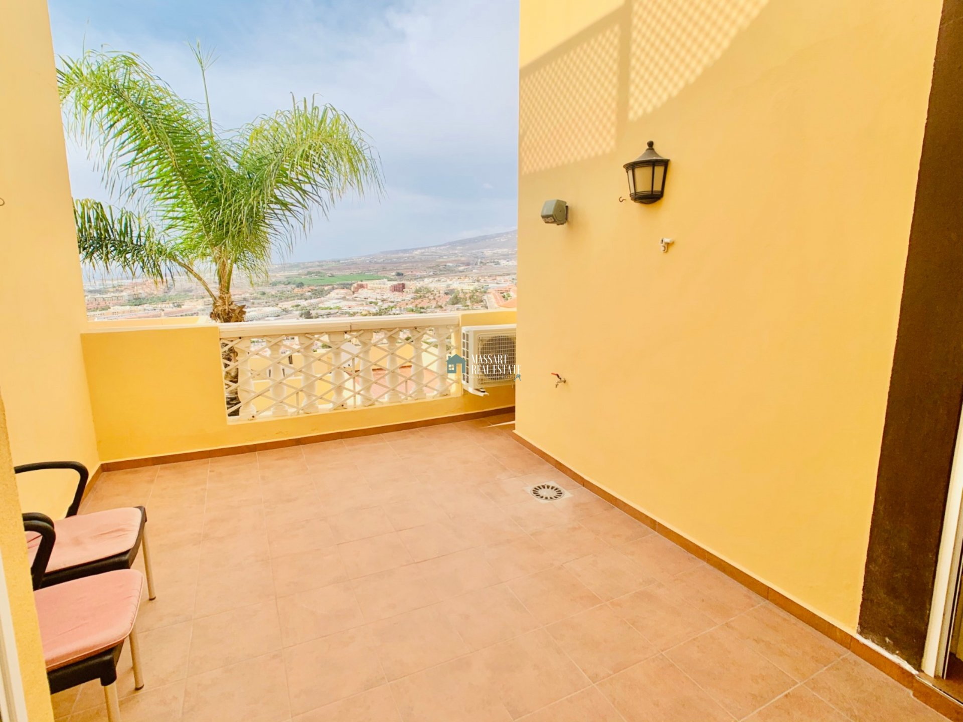 Renovated apartment in very good condition located in the popular residential area Balcón del Atlántico , Torviscas.