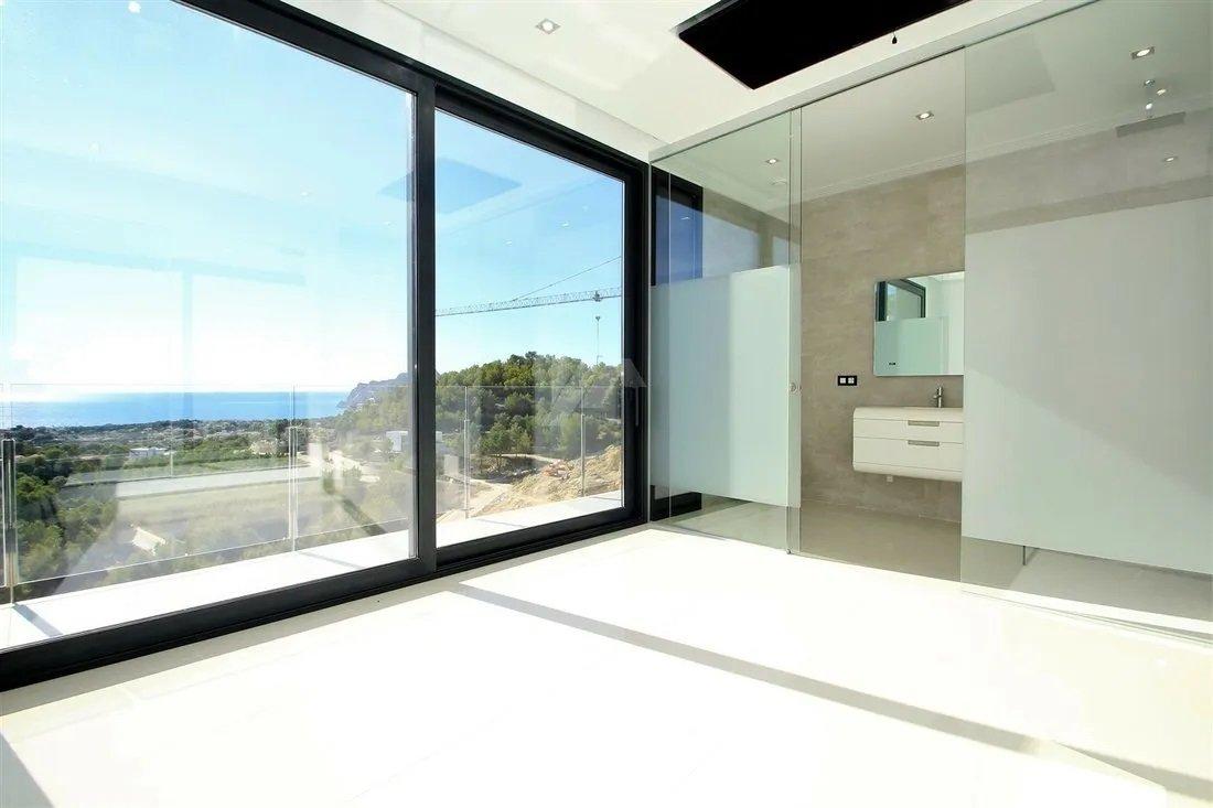 Luxury villa with wonderful sea views in exclusive area