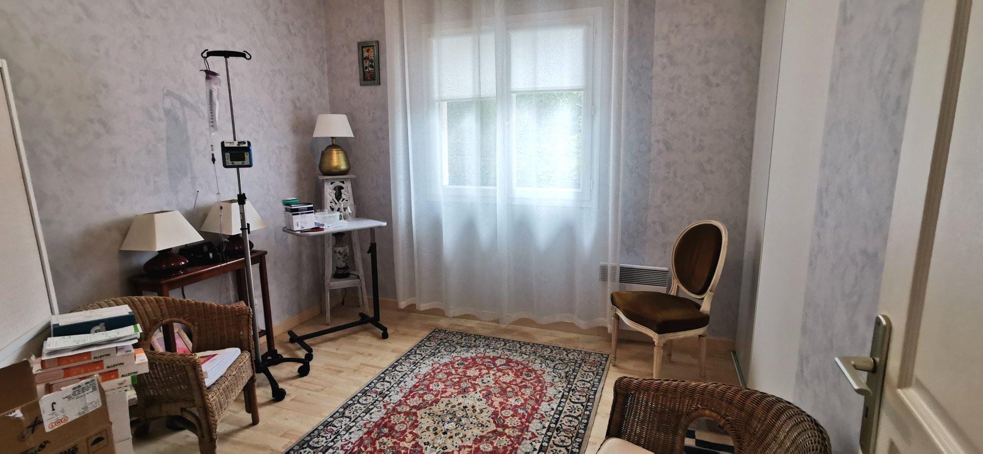 JOLIE MAISON PLAIN PIED SUR 1031 m²